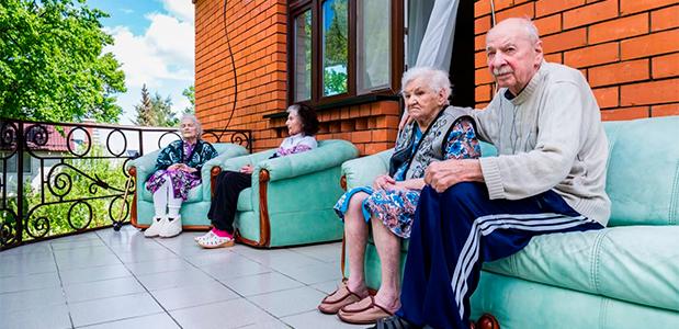Помощь престарелым на дому москва
